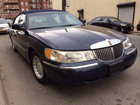2001 Lincoln Town Car na prodej