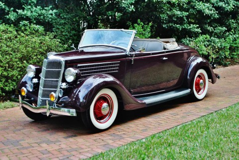1935 Ford Deluxe Roadster na prodej