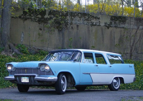 1957 Plymouth Suburban Station Wagon na prodej