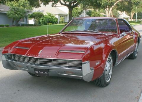 1966 Oldsmobile Toronado na prodej
