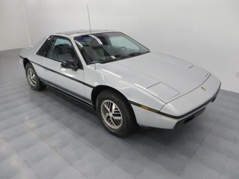 1985 Pontiac Fiero na prodej