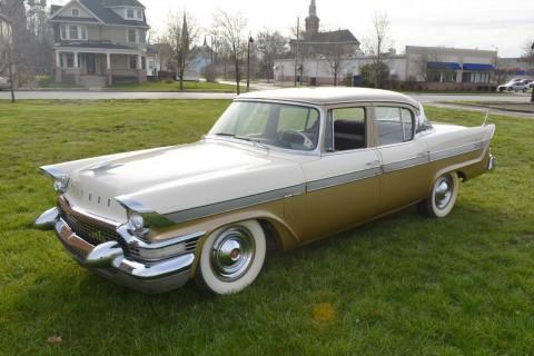 1957 Packard Clipper na prodej