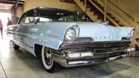1956 Lincoln Premiere na prodej