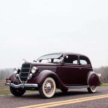 1935 Ford Tudor Deluxe na prodej