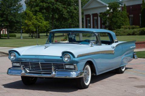 1957 Ford Skyliner na prodej