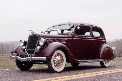 1935 Ford Model 48 Deluxe Tudor na prodej