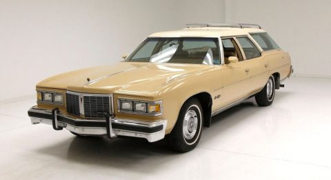 1976 Pontiac Grand Safari na prodej