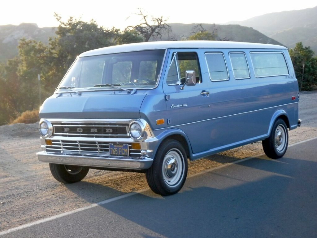 1972 Ford E-200