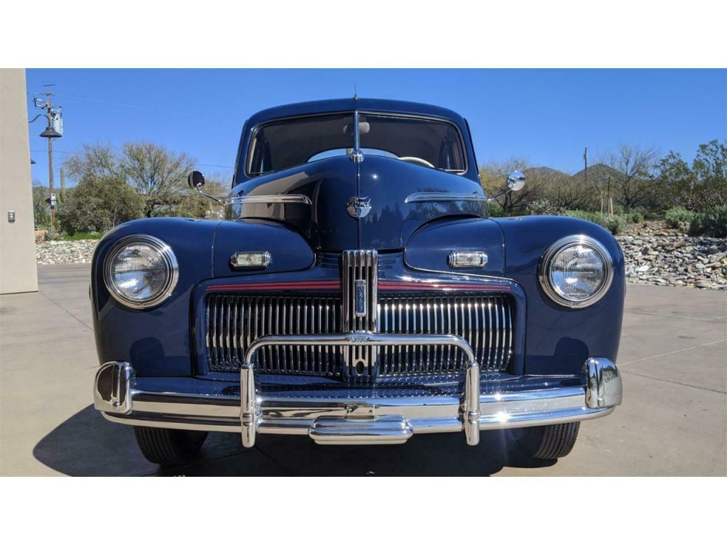 1942 Ford Deluxe
