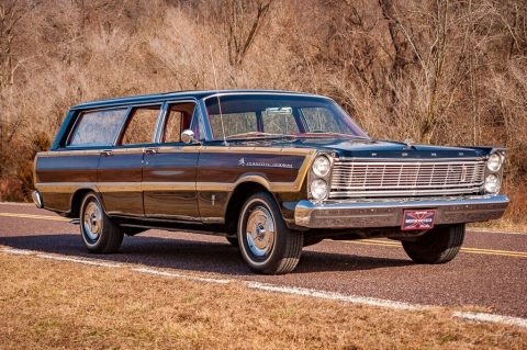 1965 Ford Country Squire Wagon na prodej
