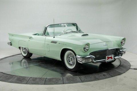 1957 Ford Thunderbird na prodej